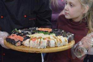 Кулинарные мастер-классы: мясо по-тайски и как крутить домашние роллы