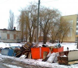Лучше мусор в контейнере, чем мусор в голове. Как в Строителе осуществляется вывоз ТБО?