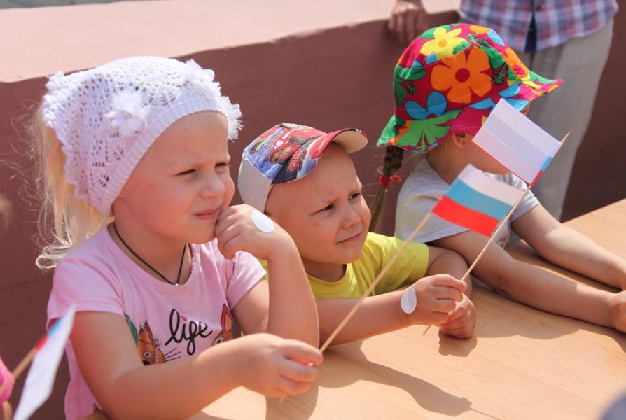 На открытой площадке Белгородского государственного центра народного творчества прошёл музыкально-тематический час «Наша гордость – флаг России»