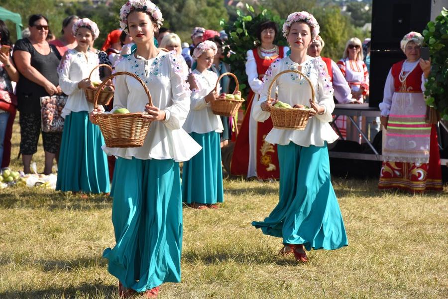 Межрайонный фестиваль-ярмарка «Яблочный Спас» прошёл в Корочанском районе