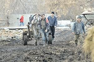 Изолированная Россия: кто и зачем живет в деревнях и селах, куда ни пройти ни проехать